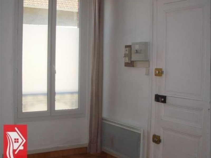 Rental apartment Montereau fault yonne 322€ CC - Picture 1