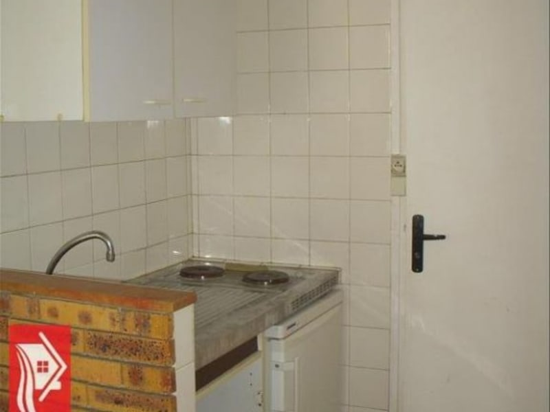 Rental apartment Montereau fault yonne 322€ CC - Picture 2
