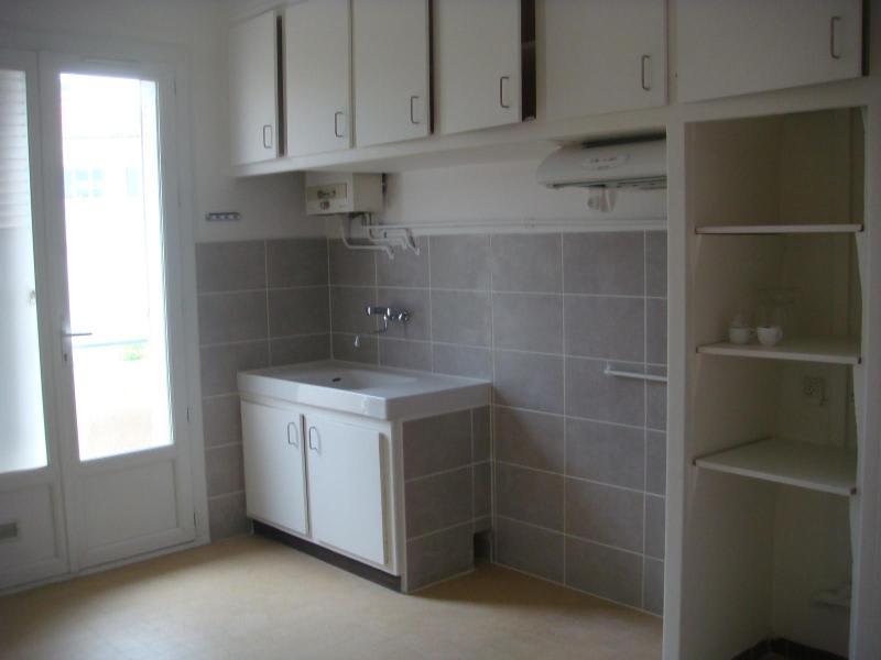 Rental apartment Aix en provence 1050€ CC - Picture 3