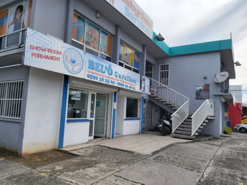 Location local commercial Baie mahault 1 680€ HC - Photo 1