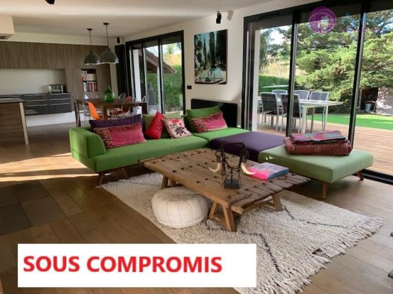 Deluxe sale house / villa Lesigny 870000€ - Picture 1