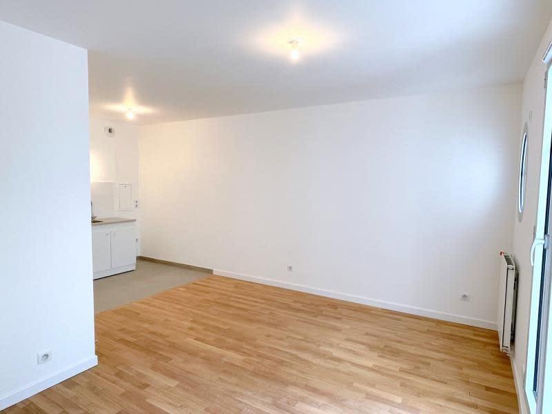 Rental apartment Le raincy 890€ CC - Picture 2