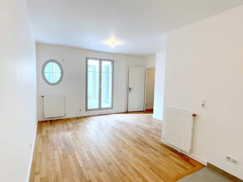 Rental apartment Le raincy 890€ CC - Picture 3