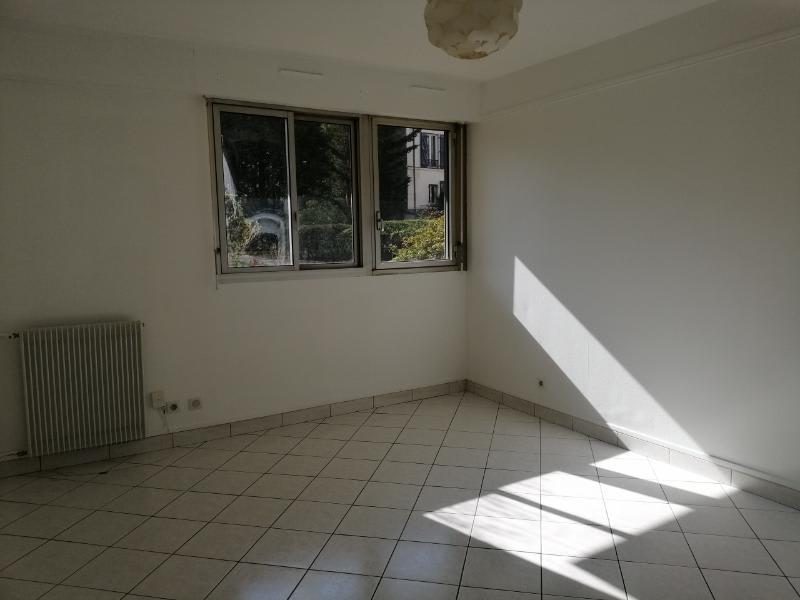 Location appartement Puteaux 1290€ CC - Photo 1