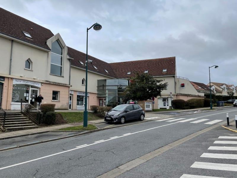 Location appartement Magny le hongre 525€ CC - Photo 1