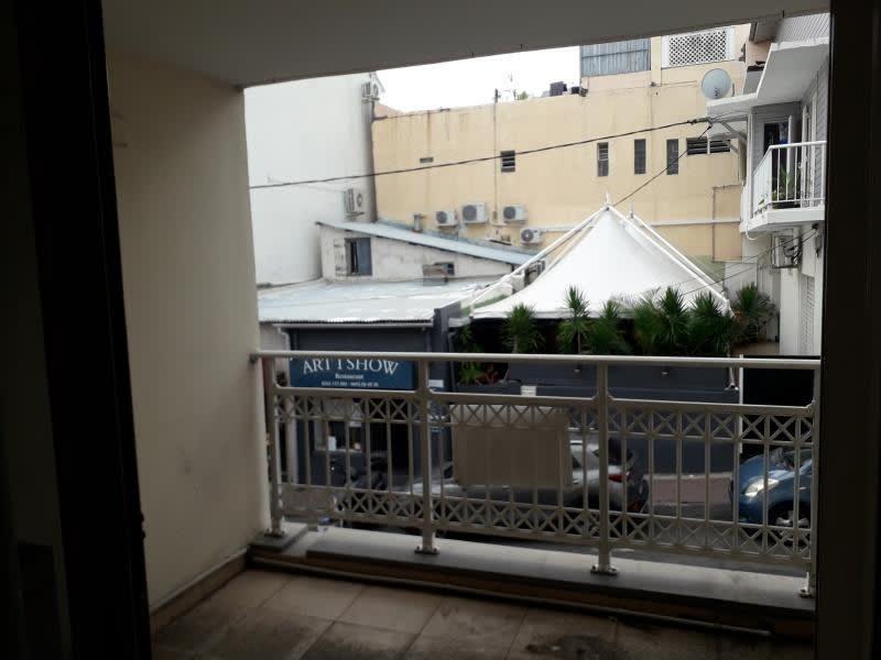 Rental apartment St pierre 880€ CC - Picture 2