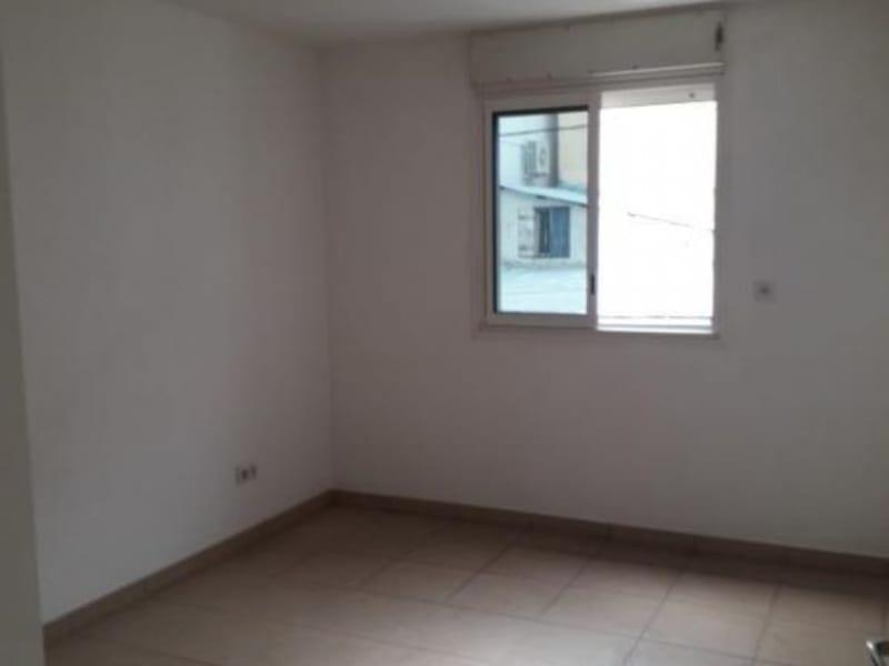 Rental apartment St pierre 880€ CC - Picture 3