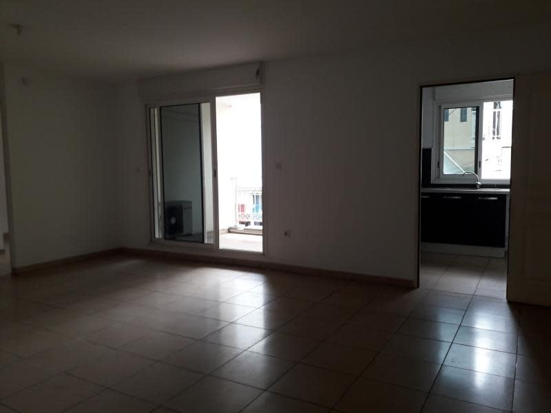 Rental apartment St pierre 880€ CC - Picture 4