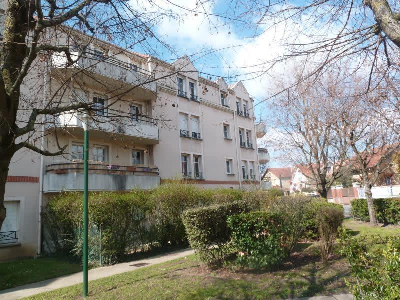 Rental apartment Carrieres sous poissy 965€ CC - Picture 1