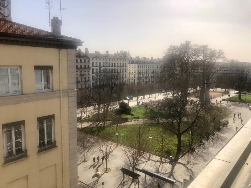 Location appartement Lyon 2ème 898€ CC - Photo 7