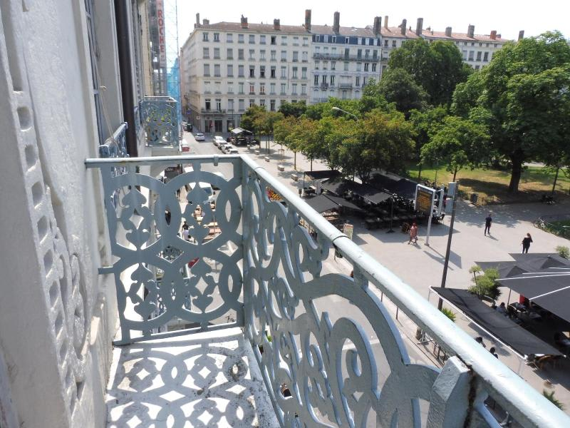 Location appartement Lyon 2ème 1 234€ CC - Photo 1