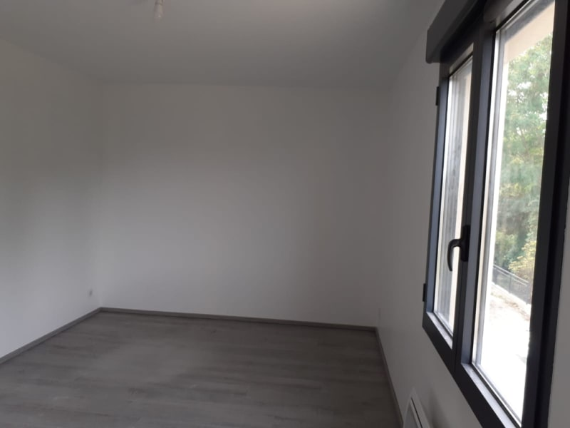 Location local commercial Osny 8 640€ HC - Photo 5