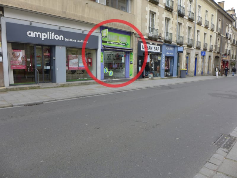 Location local commercial Rennes 2 266€ HC - Photo 2