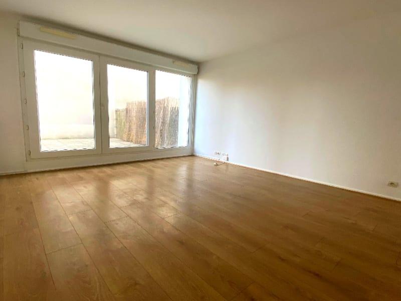 Rental apartment Plaisir 820€ CC - Picture 1