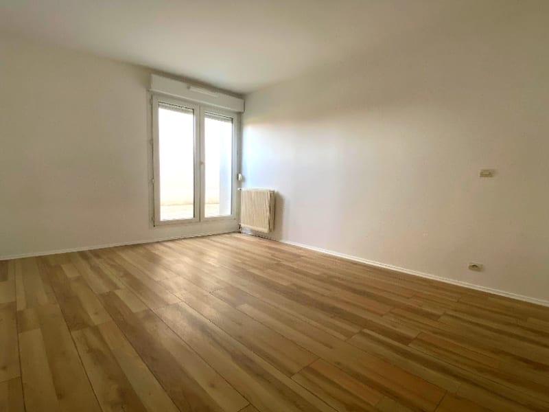 Rental apartment Plaisir 820€ CC - Picture 3