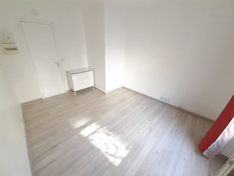 Sale apartment Paris 18ème 184 000€ - Picture 1