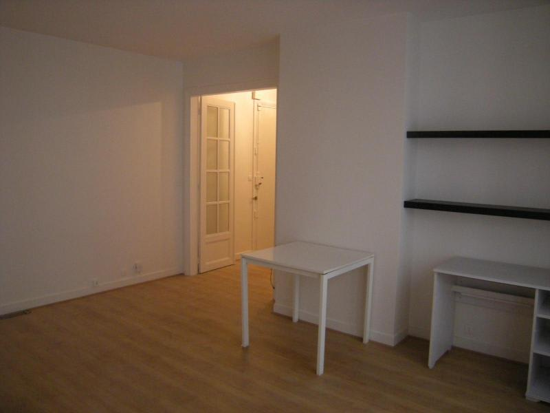 Location appartement Paris 11ème 930€ CC - Photo 5