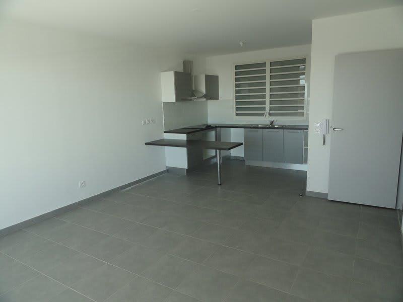 Location appartement St denis 790€ CC - Photo 1