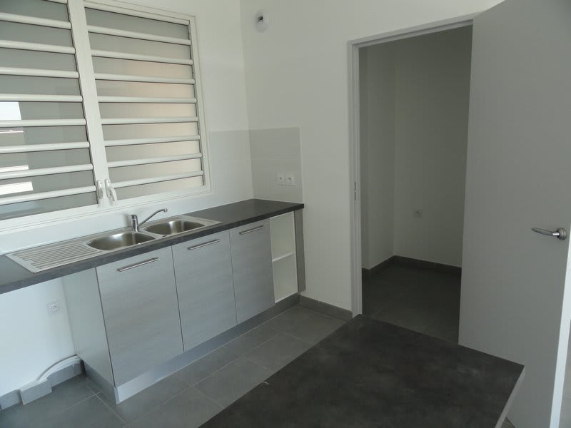 Location appartement St denis 790€ CC - Photo 2