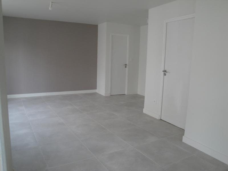 Rental house / villa Niort 870€ CC - Picture 3