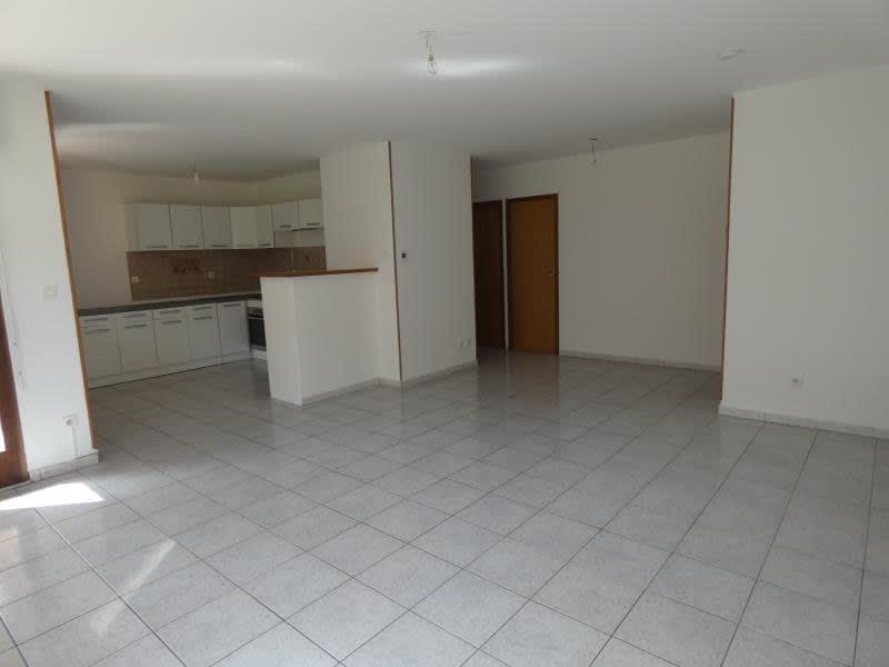 Location appartement Marn?az 815€ CC - Photo 1