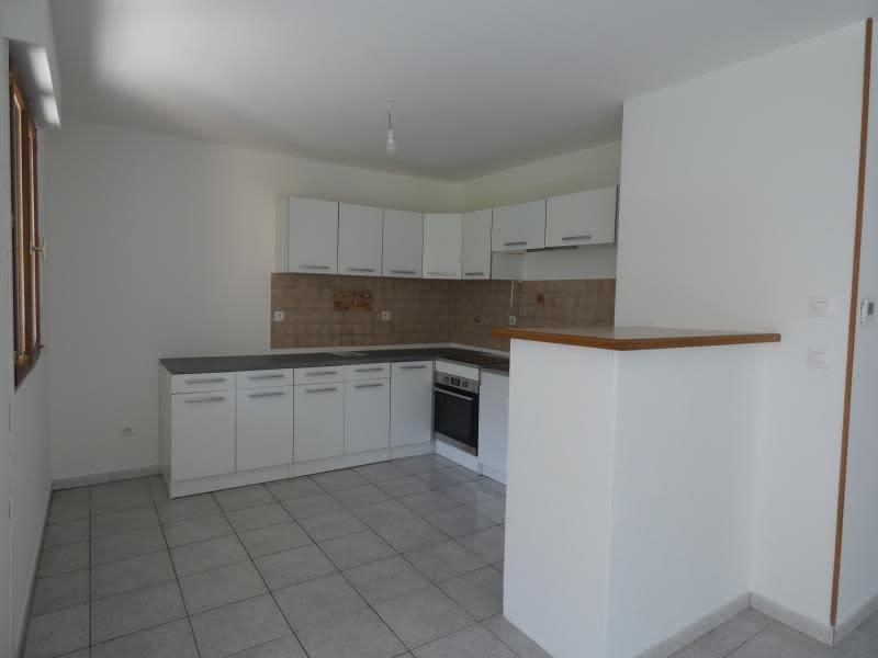 Location appartement Marn?az 815€ CC - Photo 3