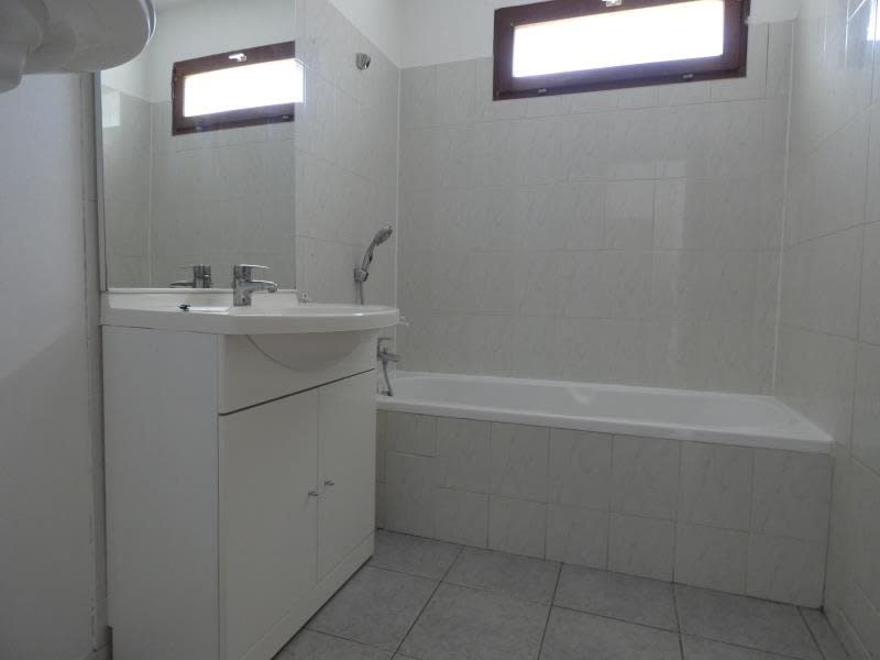 Location appartement Marn?az 815€ CC - Photo 6