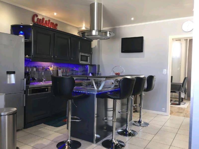 Sale house / villa Persan 330000€ - Picture 2