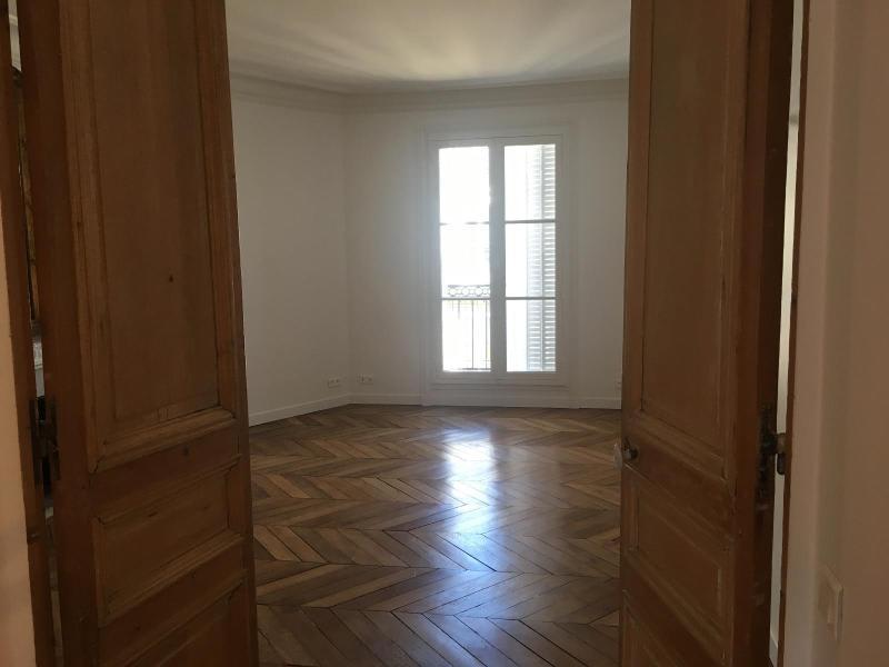 Location appartement Paris 9ème 1942,75€ CC - Photo 3
