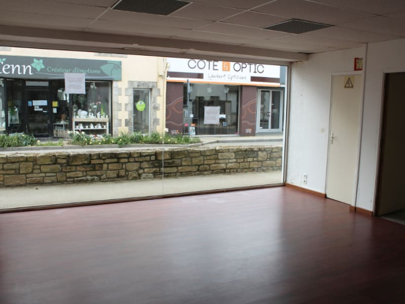 Location local commercial Clohars carnoet 720€ HC - Photo 3
