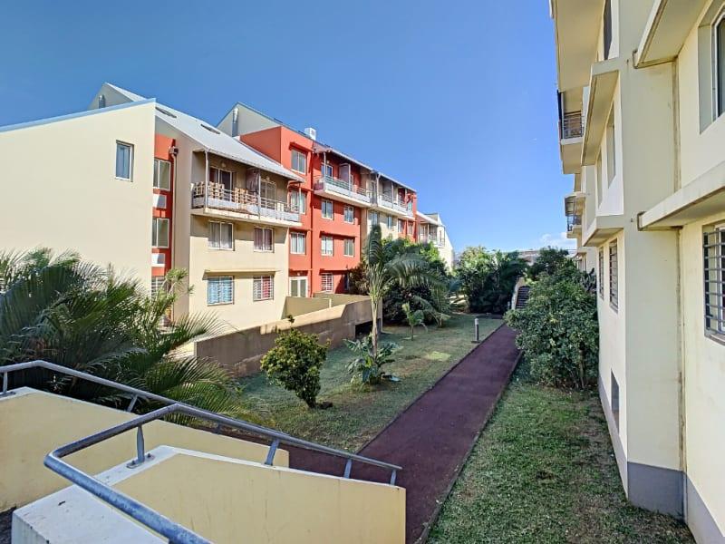 Rental apartment Saint pierre 380€ CC - Picture 1