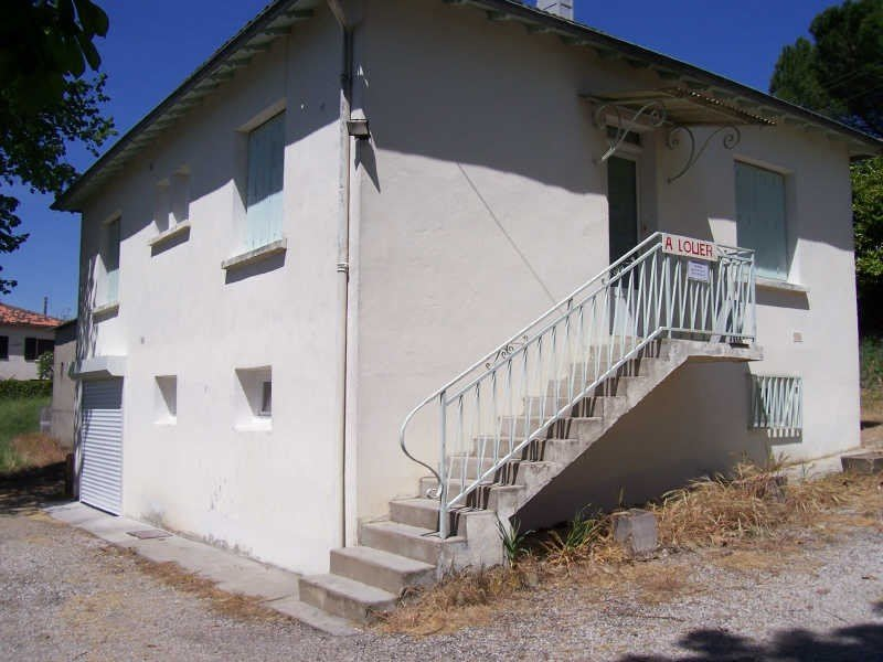 Location maison / villa Monclar de quercy 656€ CC - Photo 1
