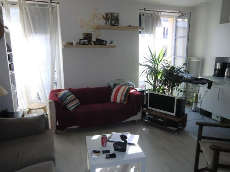 Rental apartment Versailles 739€ CC - Picture 1