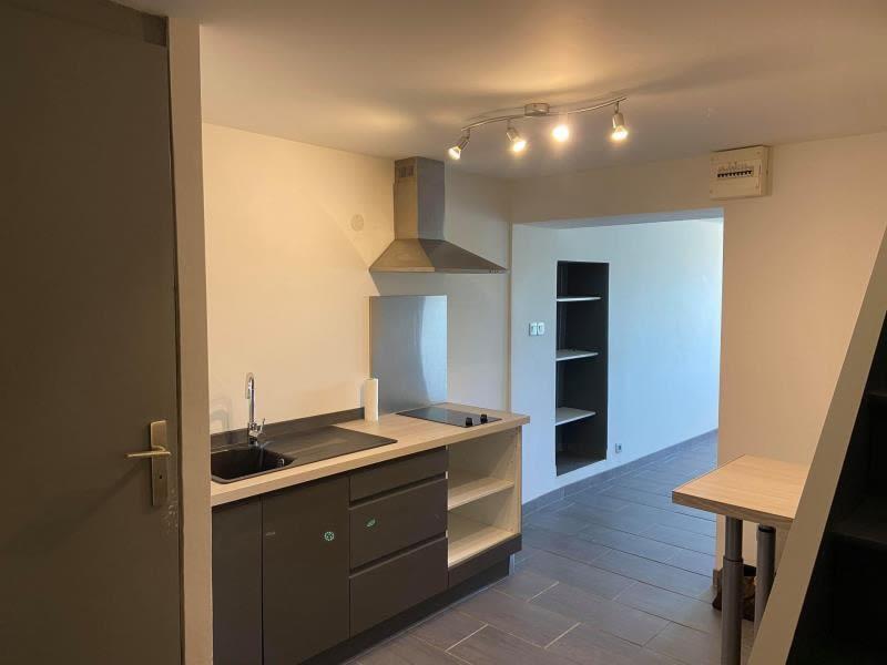 Rental apartment Charnecles 607,50€ CC - Picture 1