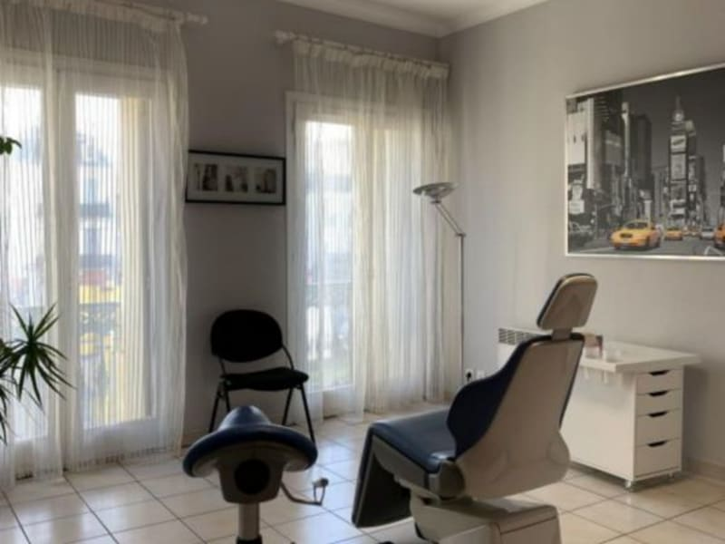 Location local commercial Lunel 1064€ HC - Photo 3