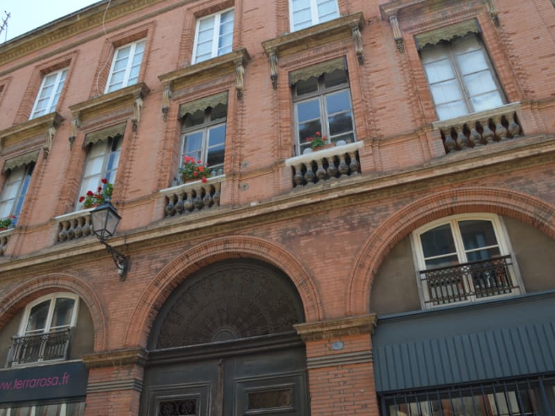 Location appartement Toulouse 1 033€ CC - Photo 1