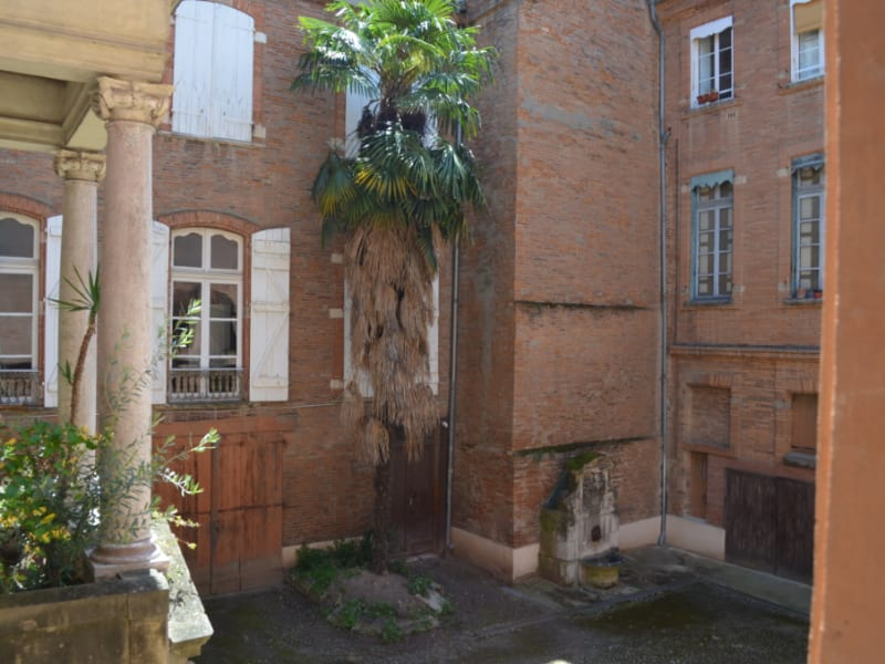 Location appartement Toulouse 1 033€ CC - Photo 2