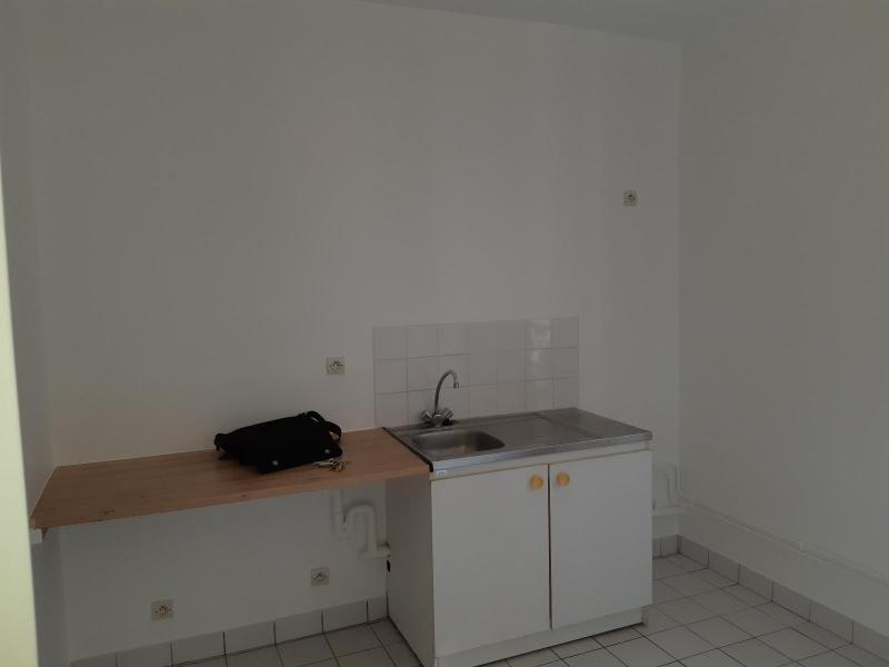 Location appartement Ivry sur seine 824,84€ CC - Photo 4