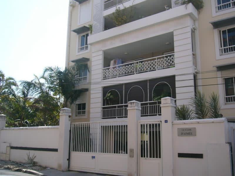 Location appartement St denis 871€ CC - Photo 1