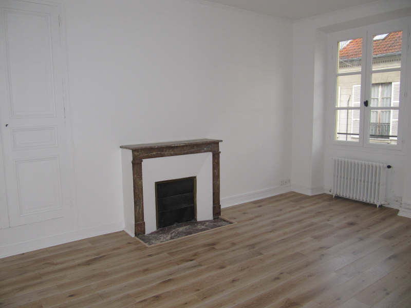 Rental apartment Versailles 1 070€ CC - Picture 1