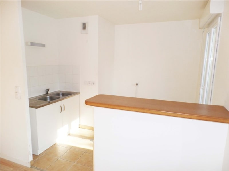 Rental apartment St denis 990€ CC - Picture 2