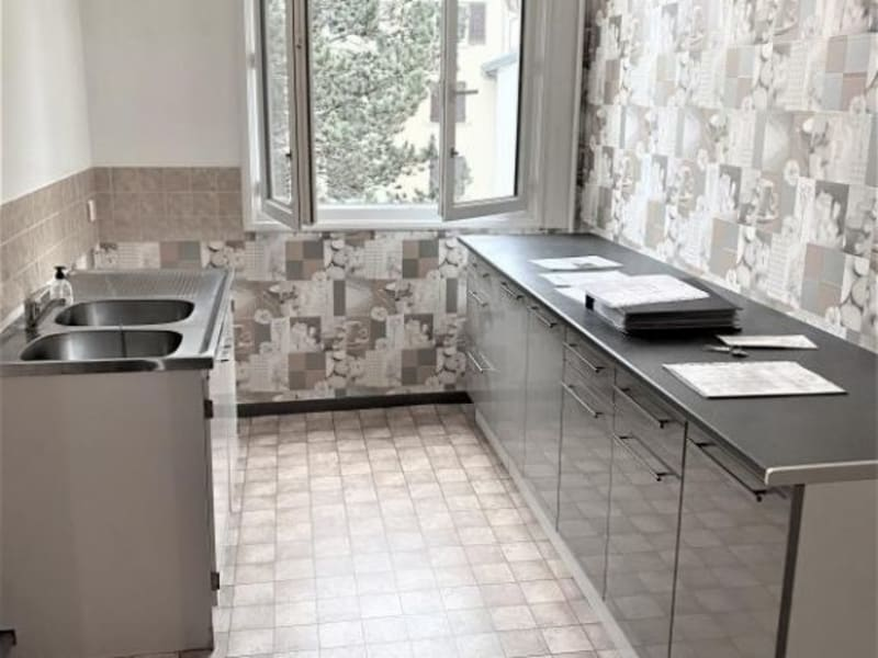 Location appartement Chalus 600€ CC - Photo 3