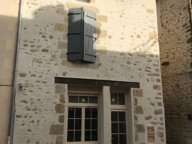 Rental apartment Vivonne 295€ CC - Picture 1