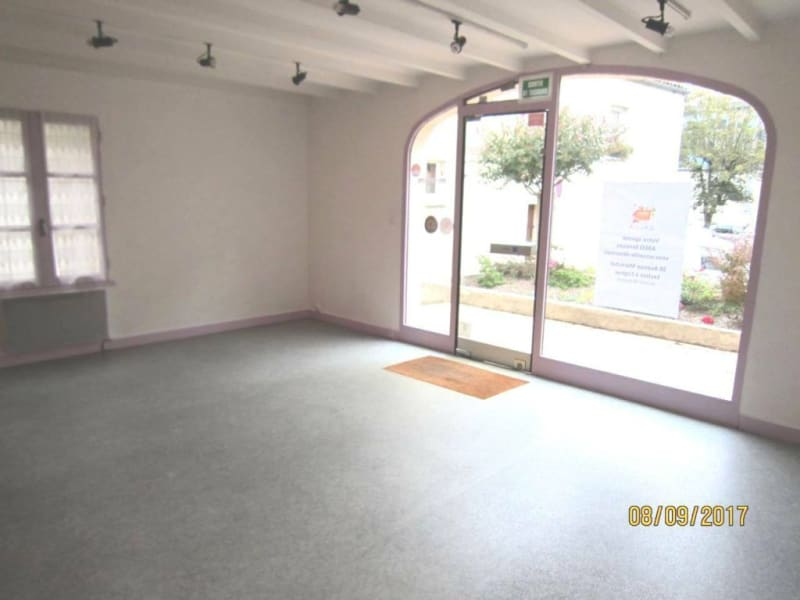 Location local commercial Cognac 608€ HC - Photo 1