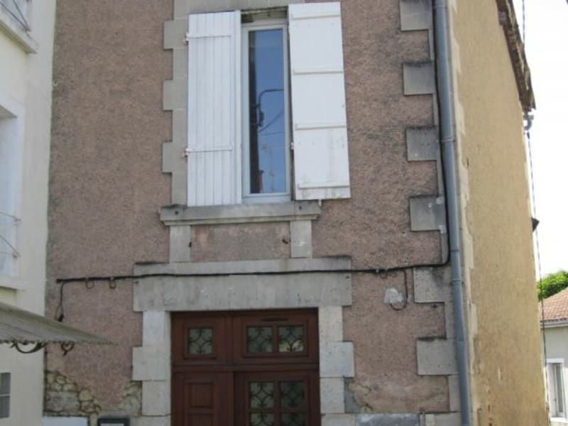 Location appartement Barbezieux-saint-hilaire 330€ CC - Photo 1