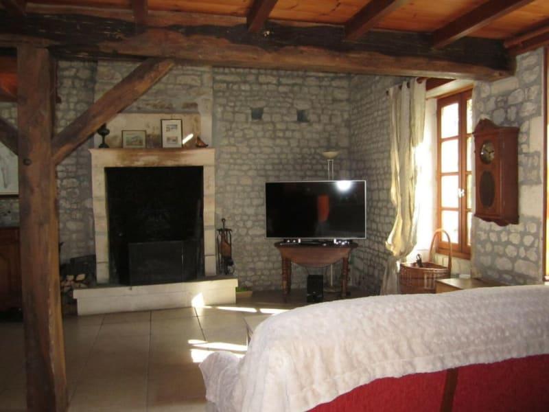 Vente maison / villa Criteuil-la-magdeleine 254000€ - Photo 7