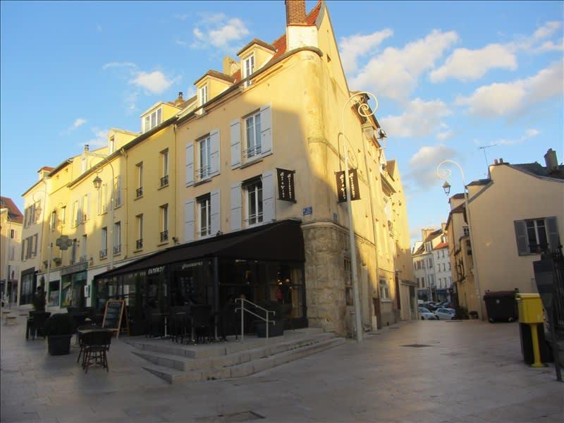Location appartement Pontoise 860€ CC - Photo 1