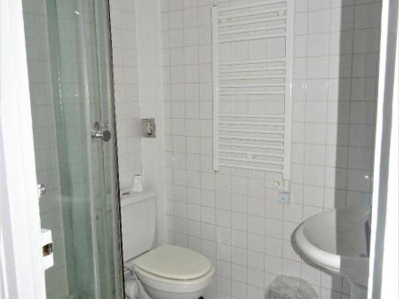 Location appartement Paris 10ème 1095€ CC - Photo 7