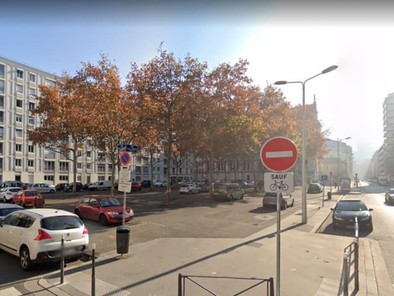 Rental parking spaces Lyon 6ème 110€ CC - Picture 1