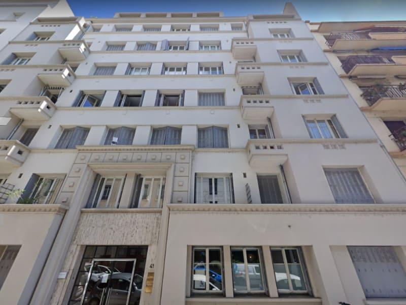 Rental parking spaces Lyon 6ème 100€ CC - Picture 1